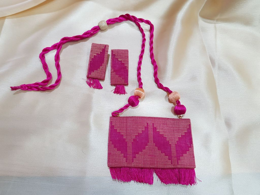 Handcrafted Fabric Jewellery Set Pink : Details