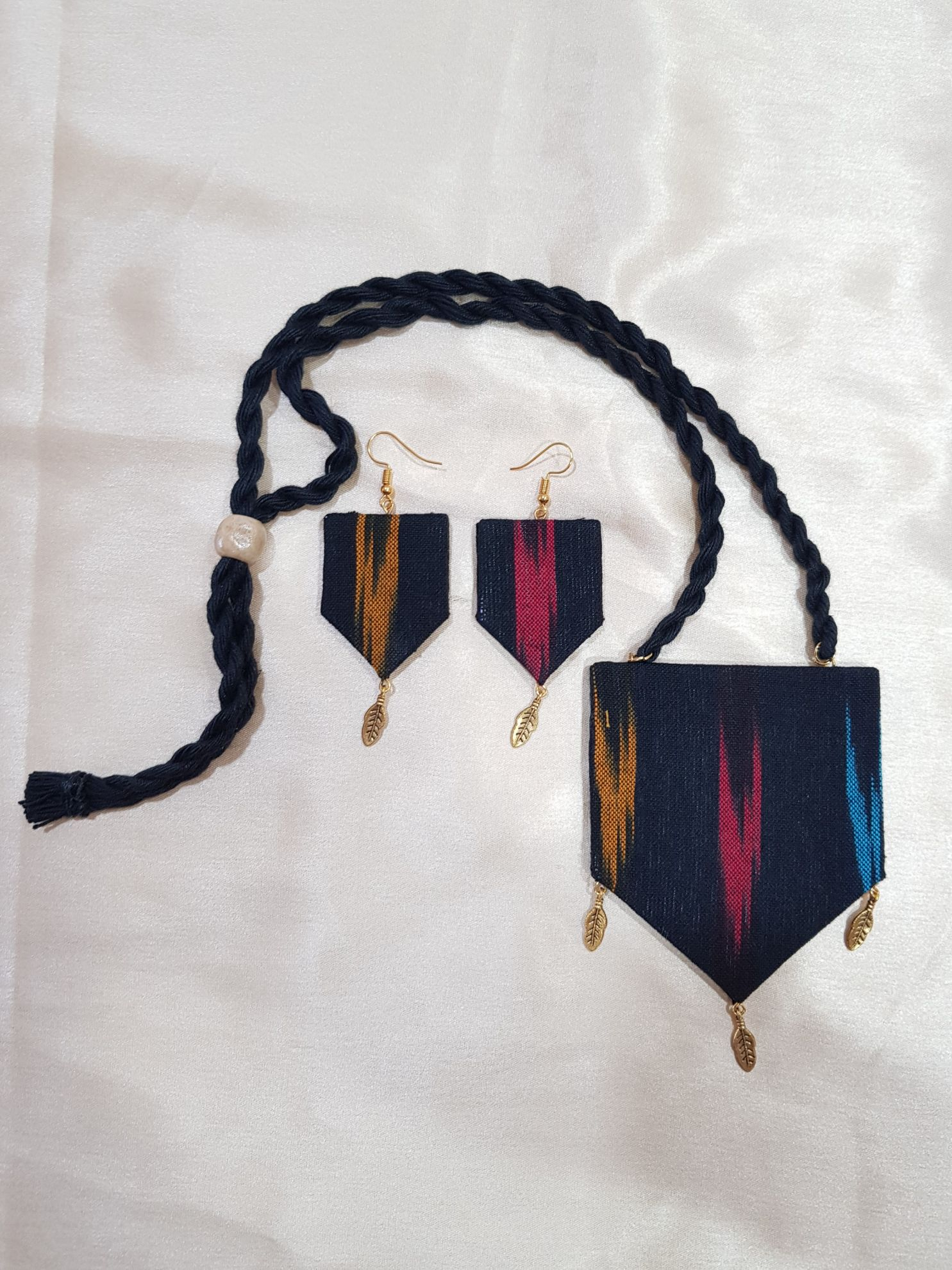 Handcrafted Ikat Fabric Jewellery Set Black : Picture