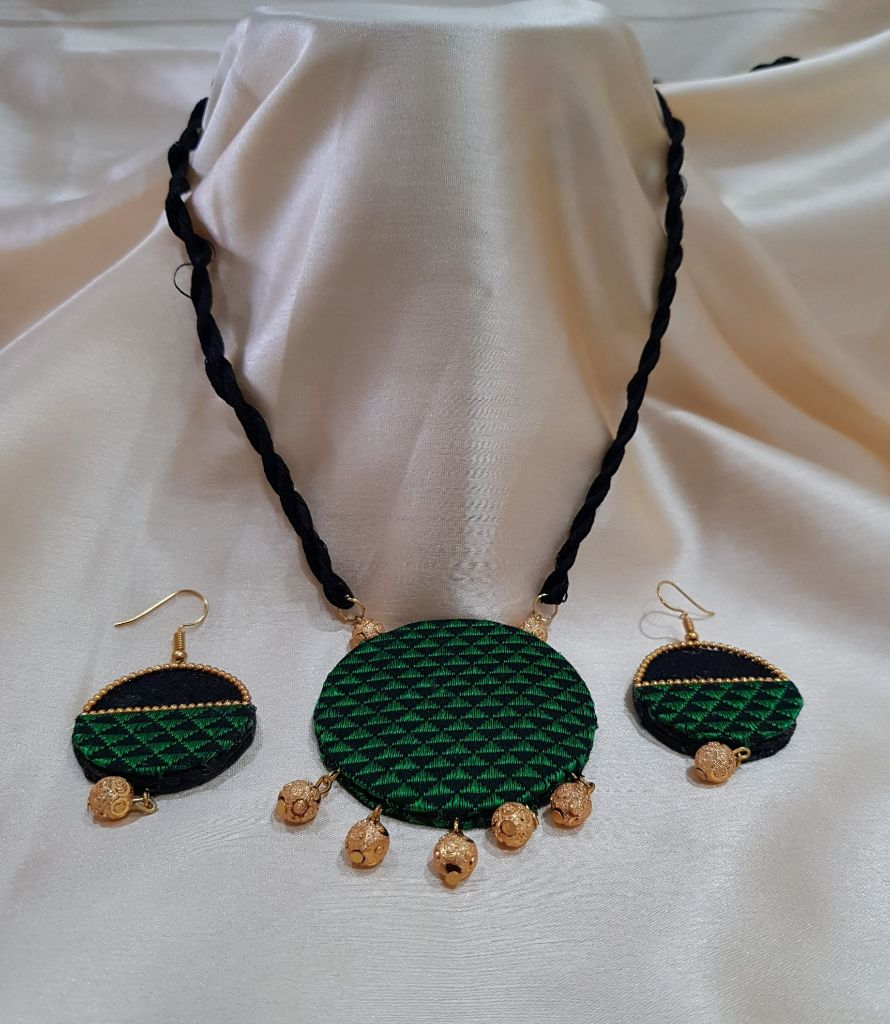 Handcrafted Khun Fabric Jewellery Set Green : Details