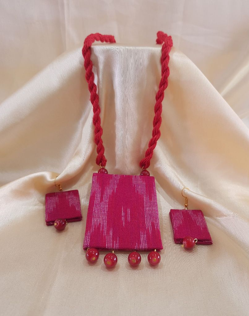 Handcrafted Ikat Fabric Jewellery Set Red : Details