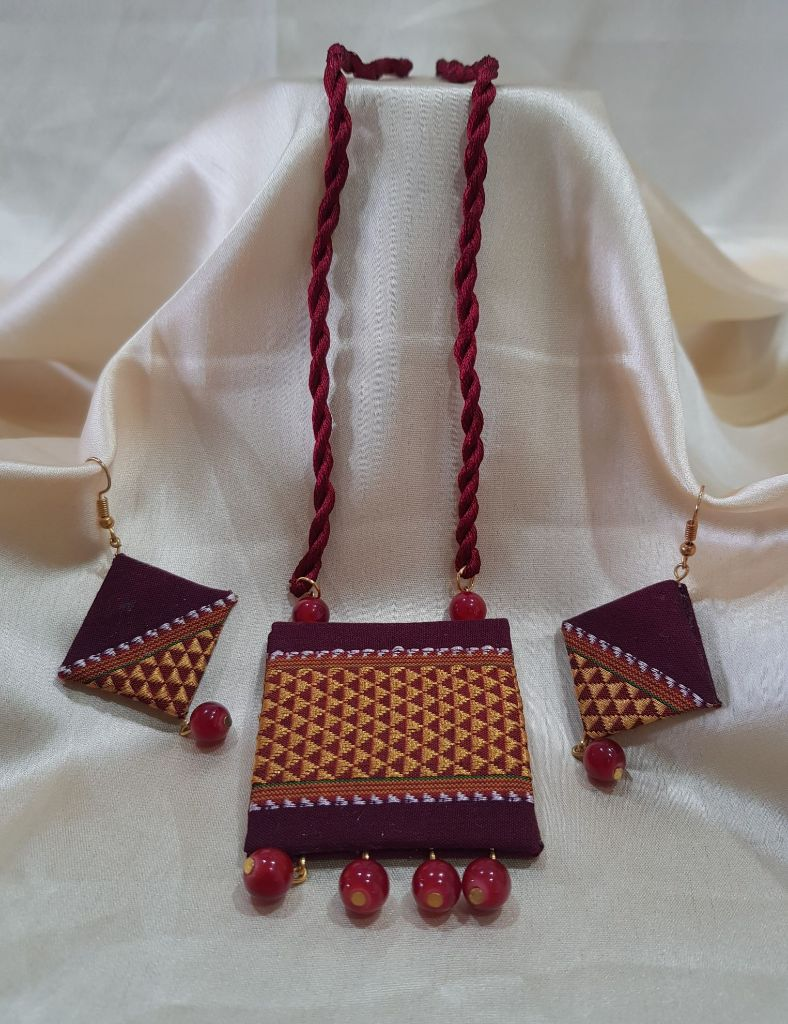 Handcrafted Khun Fabric Jewellery Set Maroon : Details