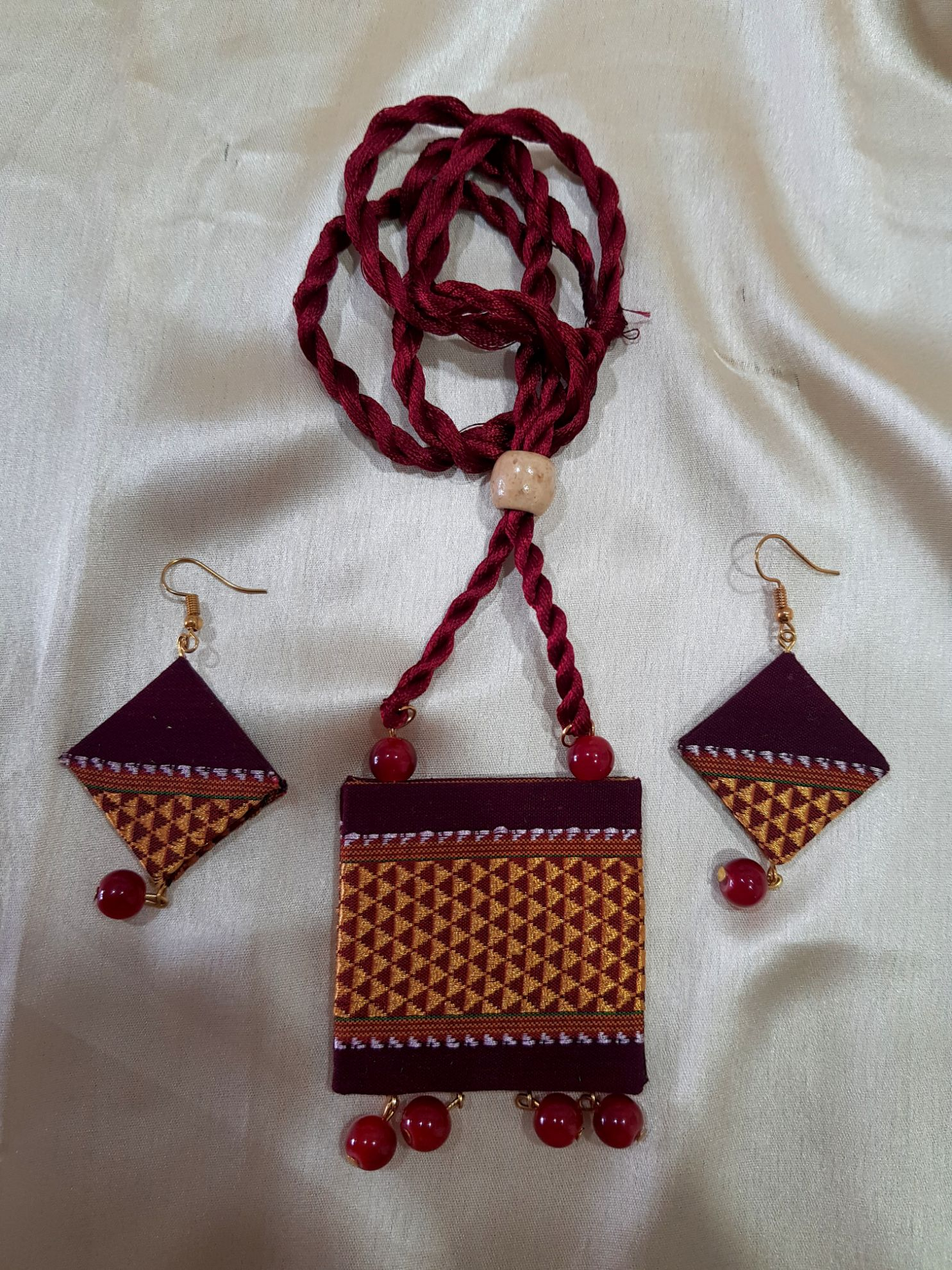 Handcrafted Khun Fabric Jewellery Set Maroon : Picture