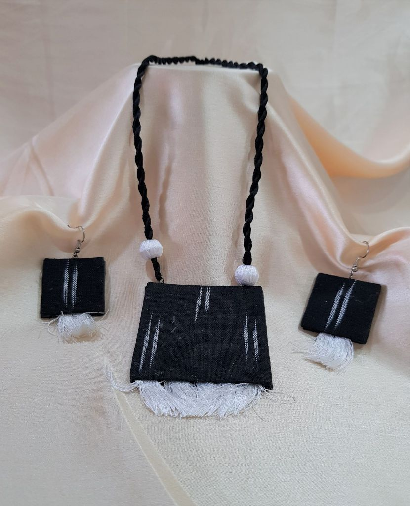 Handcrafted lkat Fabric Jewellery Set Black White : Picture