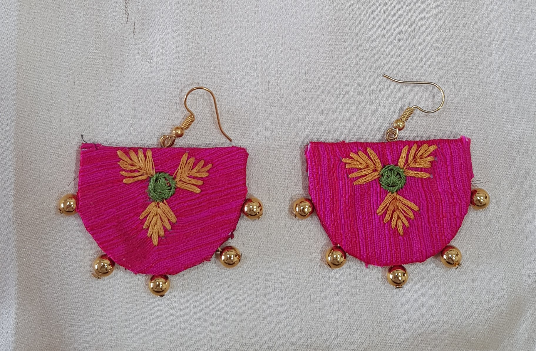 Handcrafted Khun Fabric Jewellery Set Bright Pink : Picture