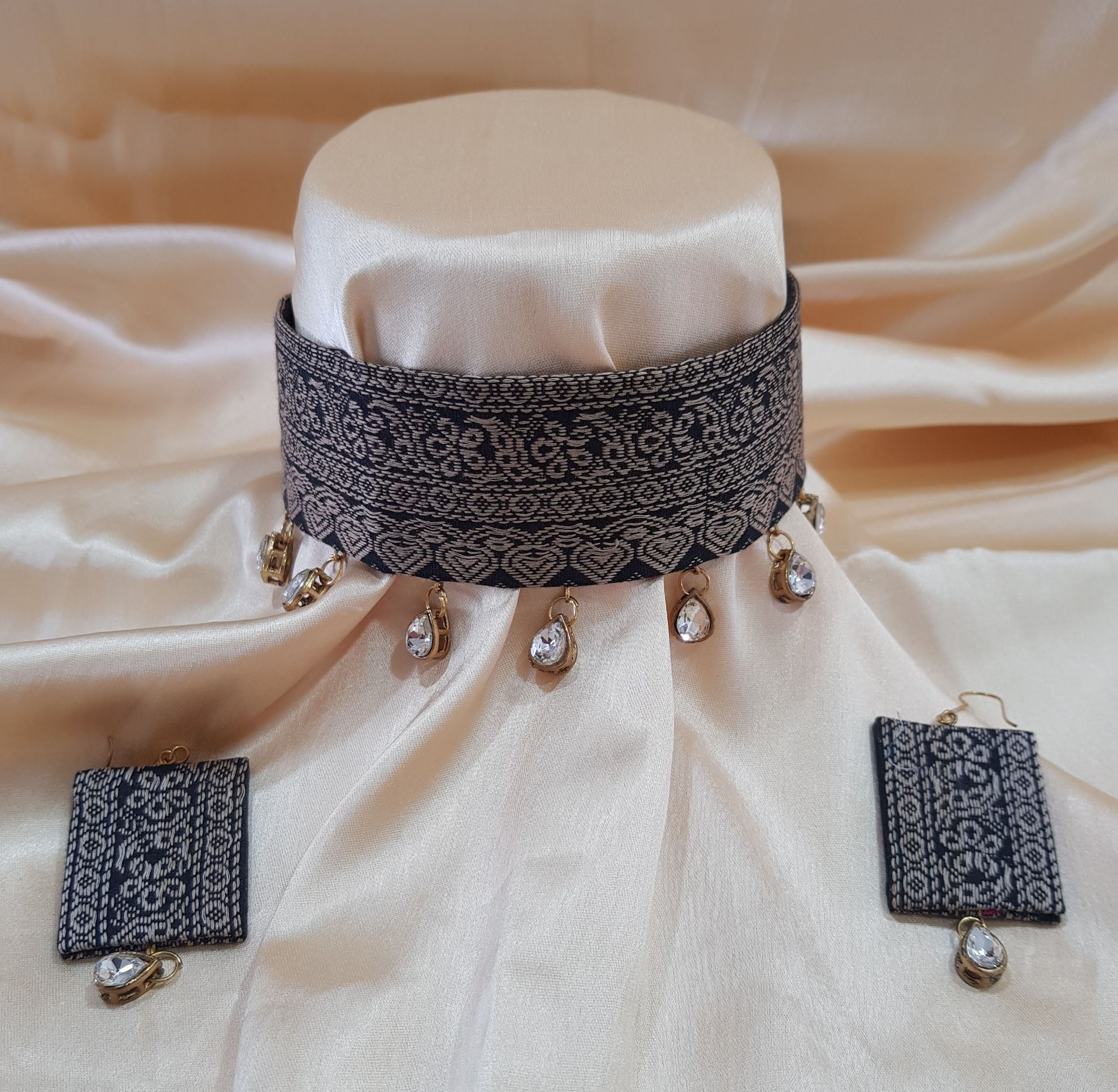 Handcrafted Ikat Fabric Jewellery Choker Set Black : Picture