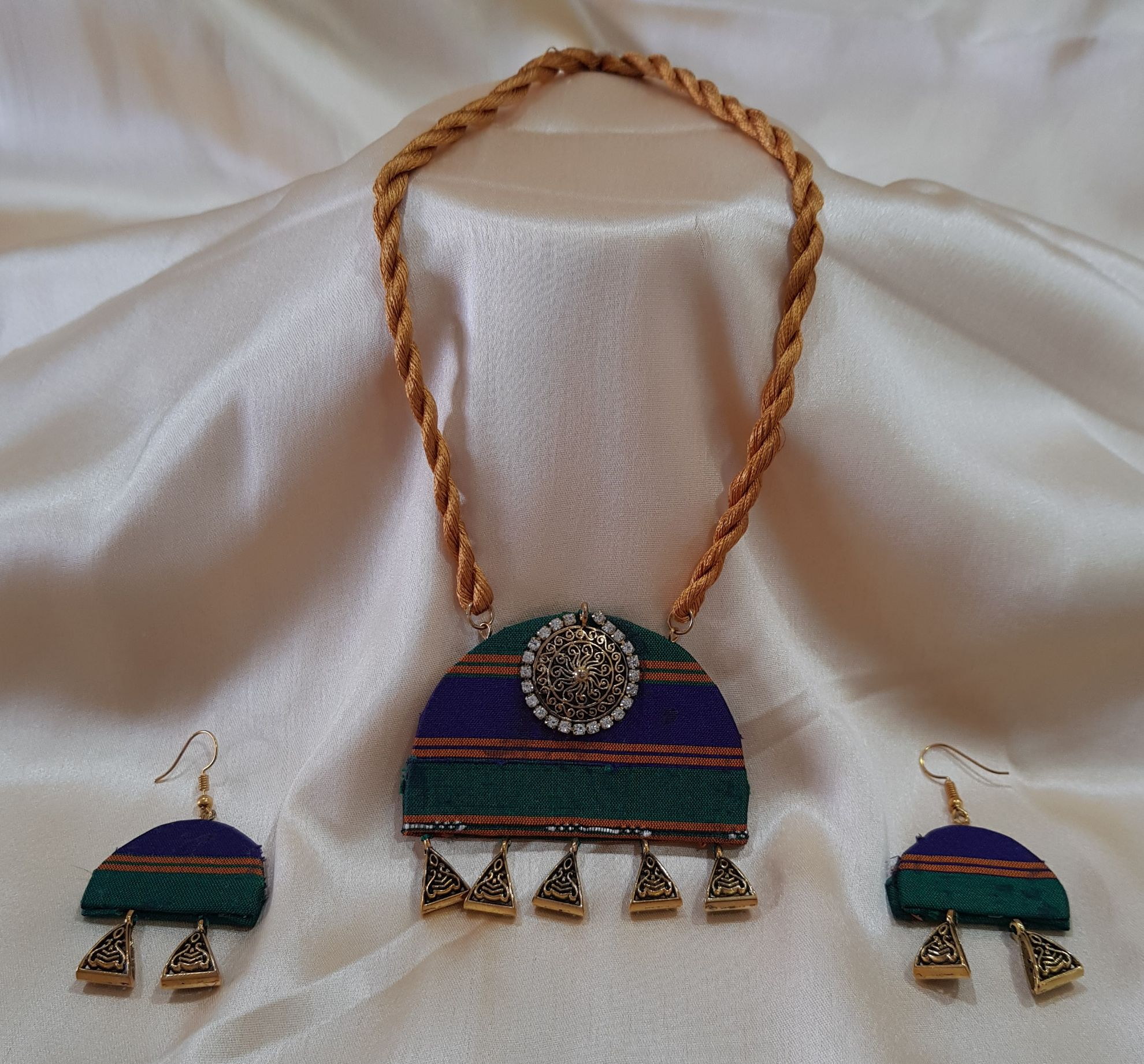 Handcrafted Khun Fabric Jewellery Set GreenBlue : Picture